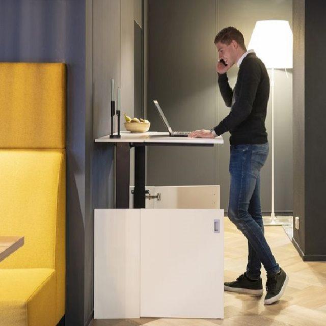 Zit/sta bureau in een kastje